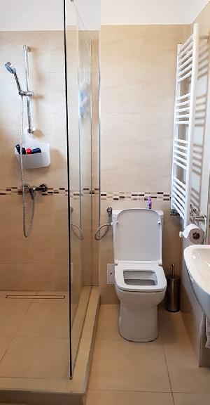 Baie 2 (la dormitorul matrimonial)-etaj-
